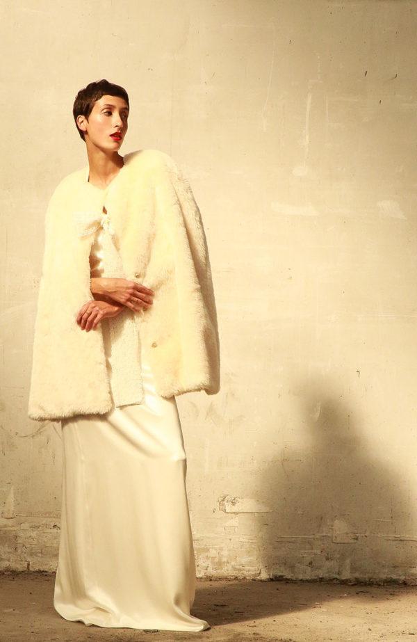 Bridal overcoat in fake fur - Love is like a rose Paris