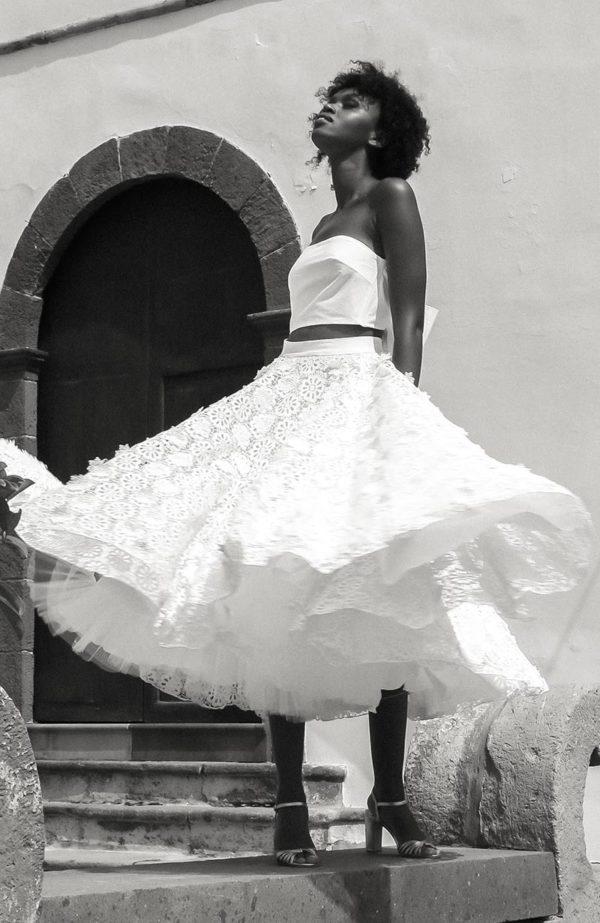 Jupe de mariée volumineuse en guipure. Robe de mariage Paris, créateur sur mesure. Sur rendez-vous au showroom, rue Saint-Honoré. : ☎ +33 (0) 1 42 61 36 09