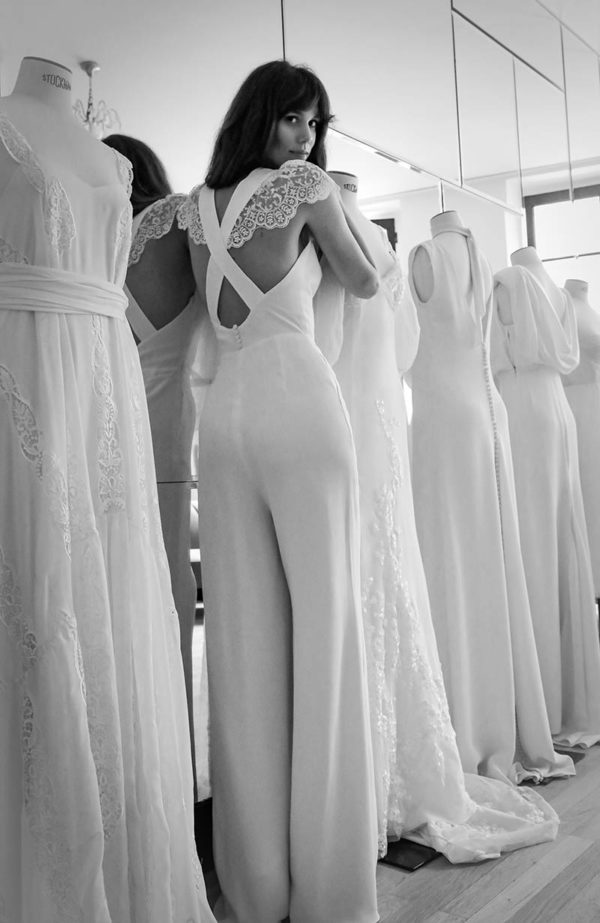 Combinaison pantalon de mariée en prêt-à-porter - Love is like a rose Paris